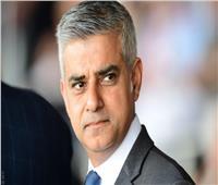 عمدة لندن يتلقى الجرعة الأولى من لقاح «كورونا»