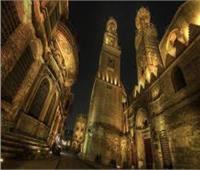 هوية مصرية ومساجد أثرية.. أشياء لا تجدها إلا في شارع «المعز»