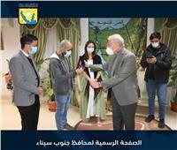 محافظ جنوب سيناء يلتقي مدونين سياحيين خلال زيارتهم لشرم الشيخ