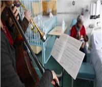 طبيب يُعالج الكورونا بالموسيقى في تونس