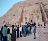 أكثر من ألف سائح أجنبي ومصري يشهدون ظاهرة تعامد الشمس