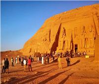 260 سائح ومئات المصريين تابعوا ظاهرةتعامد الشمس