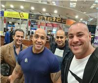لحظة وصول «دينيس جيمس» مدرب «بيج رامي» إلى مطار القاهرة