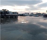 سحب مياه الأمطار من عدة مناطق بالمحافظات  صور