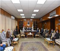 محافظ قنا: جامعة عين شمس تنظم قافلة تنموية شاملة بقرية أبودياب