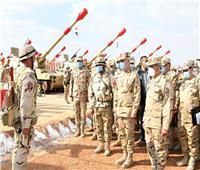رئيس الأركان يشهد تنفيذ المرحلة الرئيسية للمشروع التعبوي للمدفعية «أحمس 3»