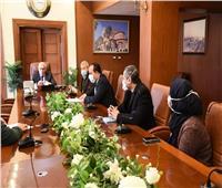 محافظ بورسعيد يتابع مستجدات الوضع الصحي مع لجنة «كورونا»