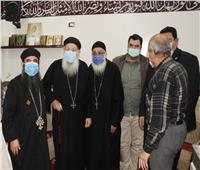 وفد من الكنيسة يهنئ المسلمين بافتتاح مسجد بالمحلة | صور