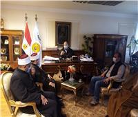 محافظ أسيوط يلتقي مسئولي الأوقاف عقب خطبة الجمعة ويؤكد على دور مكارم الأخلاق