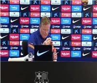 شاهد| لحظة تعرض مدرب برشلونة للنزيف وانسحابه من المؤتمر