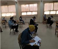 ممنوع الدخول بدون كمامة.. طلاب جنوب الوادي يؤدون امتحانات التيرم الأول