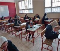 """طلاب الصف الأول الثانوي يؤدون امتحاني """"الأجنبية الأولى"""" و""""الجغرافيا"""""""
