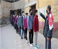 توافد طلاب الأول الثانوي والخامس الابتدائي على لجان الامتحانات.. صور
