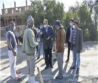محافظ أسيوط يتفقد أعمال رصف طريق «أسيوط – أبوتيج» الزراعي