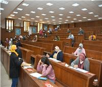 «الخشت» يتابع سير الامتحانات بكليات جامعة القاهرة وسط الإجراءات الاحترازية