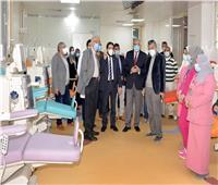 رئيس جامعة المنصورة يتفقد وحدتي حديثي الولادة والغسيل الكلوي بمستشفى الأطفال