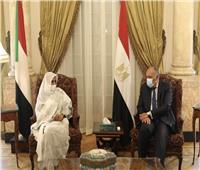 شكري يجدد التزام مصر بدعم المرحلة الانتقالية في السودان