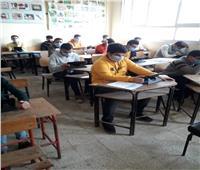 طلاب الصف الثاني الثانوي بالبحيرة يؤدون امتحان الأحياء والفلسفة دون شكوى