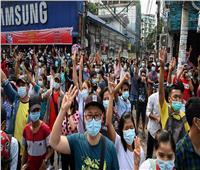 قوات الأمن تطلق الرصاص على المتظاهرين في ميانمار   فيديو