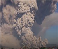 ثوران بركان «سينابونج» المثير في إندونيسيا   فيديو