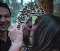 بتكلفة 1000جنيه إسترليني فتاة تتزوج من نفسها لظروف خاصة|صور