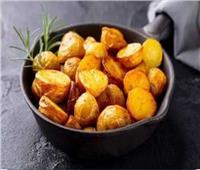 أسرع طريقة لتحضير بطاطس مشوية بالزبدة والثوم