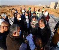 نائب وزير الإسكان يتفقد مشروع «كابيتال بارك» بالعاصمة الإدارية الجديدة