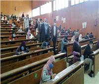 رئيس جامعة المنيا يتابع الإجراءات الاحترازية بـ«لجان الامتحانات»