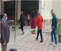 رغم الأمطار  «آداب طنطا» تتابع الإجراءات الاحترازية للطلاب الممتحنين