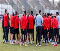 «موسيماني» يحاضر اللاعبين بـ«الفيديو» فى مران «الأهلي»