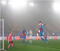 في أجواء ضبابية.. مانشستر يونايتد يواصل نزيف النقاط بالتعادل مع كريستال