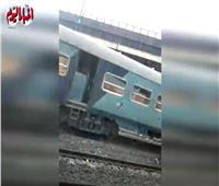 شاهد| اللحظات الأولى بعد خروج قطار الزقازيق عن القضبان قبل محطة مصر