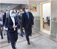 رئيس الوزراء يشهد بدء التطعيم بالجرعة الأولى من لقاحات كورونا بالقطامية