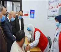 تطعيم كبار السن وأصحاب الأمراض المزمنة بلقاح «كورونا» في الشرقية