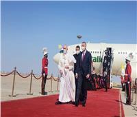 البابا فرنسيس يصل للقصر الجمهوري للقاء الرئيس العراقي