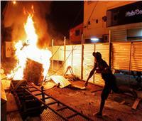 اشتباكات بين الشرطة والمتظاهرين في باراجوي بسبب إجراءات كورونا   صور وفيديو