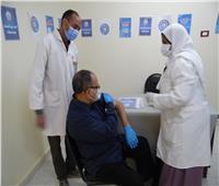 تطعيم الفئات المستحقة بلقاح فيروس كورونا في أسوان