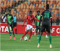لهذا السبب.. حكم مباراة الأهلي وفيتا يعتذر لمسئولي «الأحمر»