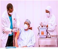 رئيس نيجيريا ونائبه يتلقيان جرعة لقاح كورونا