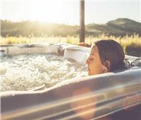 يحسن وظائف التنفس ويقوي المناعة.. فوائد الجاكوزي البارد