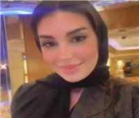 ارتدت حجاباً وعباءة سوداء.. إطلالة خليجية لـ«ياسمين صبري» في دبي