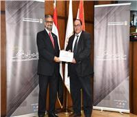 التخطيط تكرم منسق جامعة طنطا لجائزة مصر للتميز الحكومي 2020