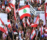 متظاهرون لبنانيون ينتزعون بوابة حديدية مؤدية إلى مقر مجلس النواب