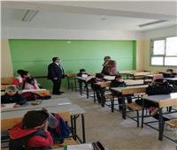 التباعد بين الطلاب يتصدر المشهد بأول أيام الفصل الدراسي الثاني | صور