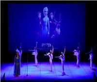 فرقة الأوبرا مع أوركسترا الوتريات بقيادة روسيلا في مسرح الجمهورية