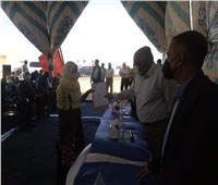 محافظ الوادي الجديد يسلم عقود المرحلة الثانية من إسكان «بشاير الخير»
