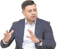 حسين حسنى: وسائل التواصل الاجتماعى لا تبنى إنسانًا واعيًا
