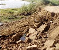 انهيار الجسر الترابي الفاصل بين نهر النيل وقرية الجزيرة بـ«الجيزة»..صور