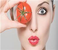 للسيدات.. عصير الطماطم لإزالة الهالات السوداء تحت العين