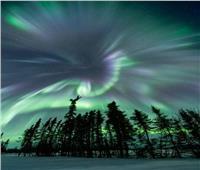 ظهور أضواء ساطعة الشفق القطبي بالدائرة القطبية الشمالية